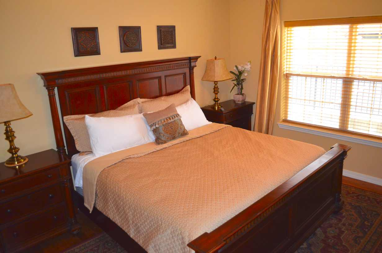 bedroom-number-2-with-king-sized-bed-in-this-nightly-condo-rental-at-rockwood-resort-number-14