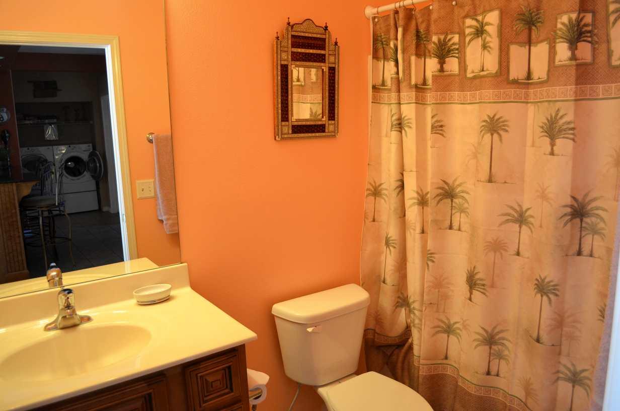 main-bathroom-rockwood-24-condo-and-resort