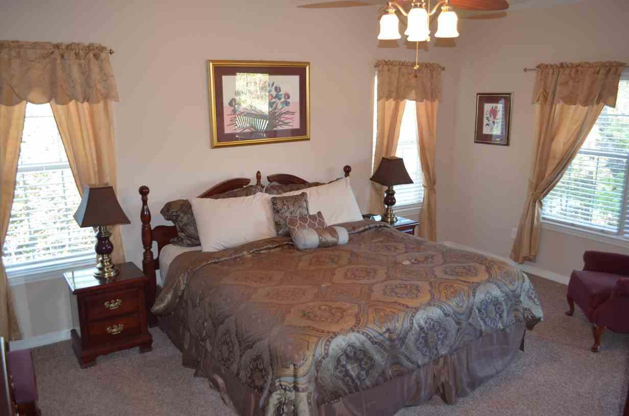 master-bedroom-condo-at-rockwood-resort